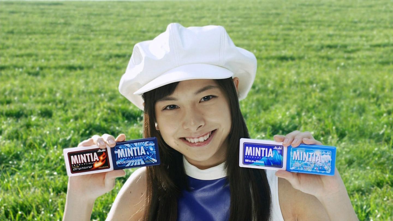 ミンティアを持っている相葉香凛の可愛い画像